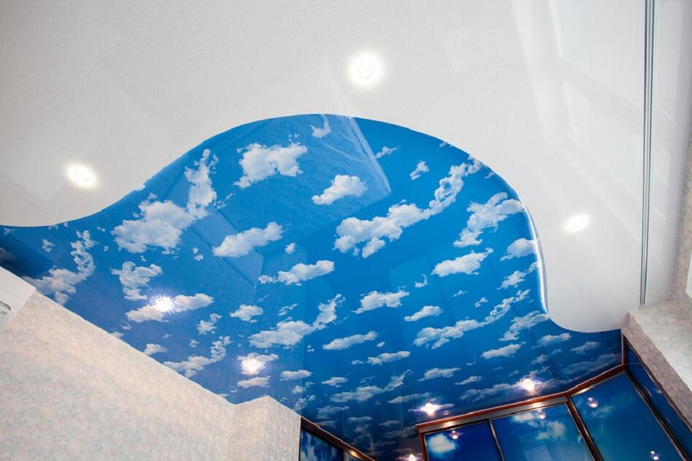 место фото натяжной потолок облака с плинтусом магия
